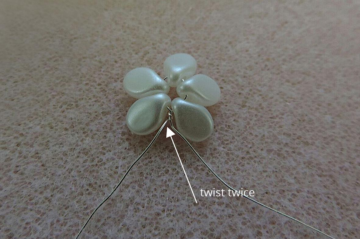 making the Pip beads flowers 2