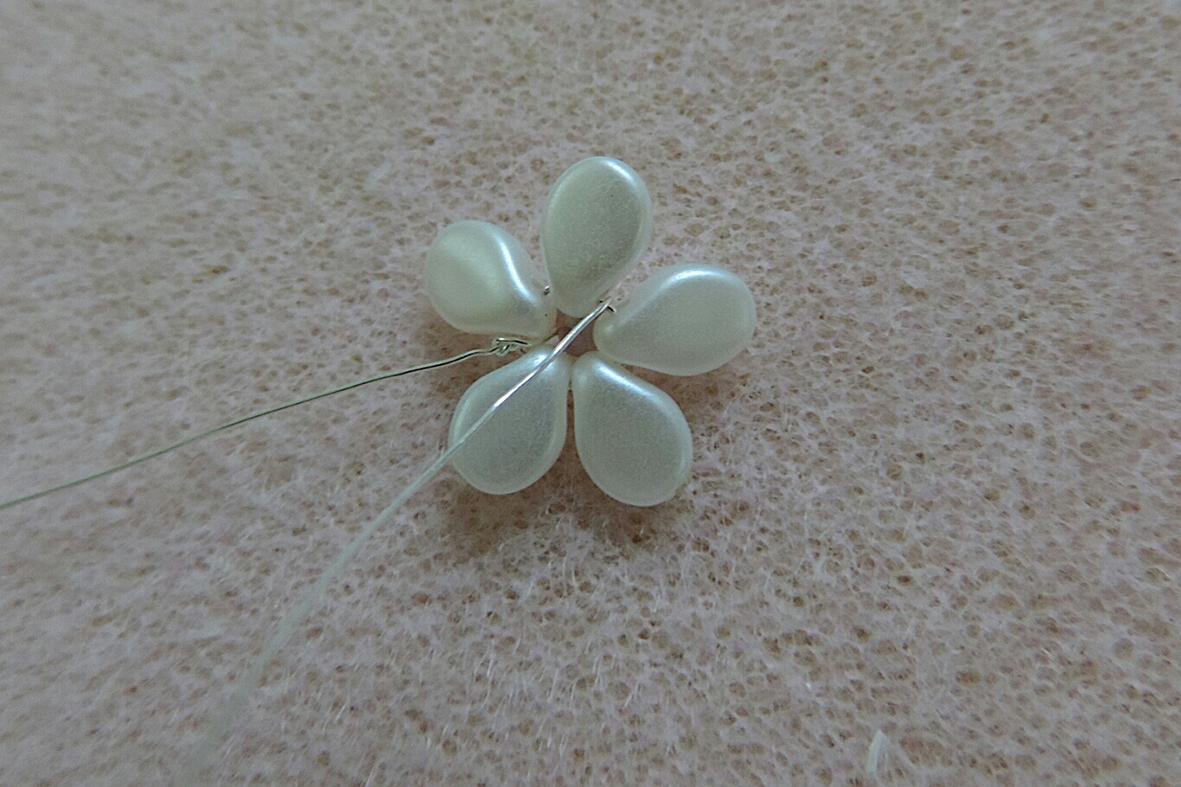 making the Pip beads flowers 6