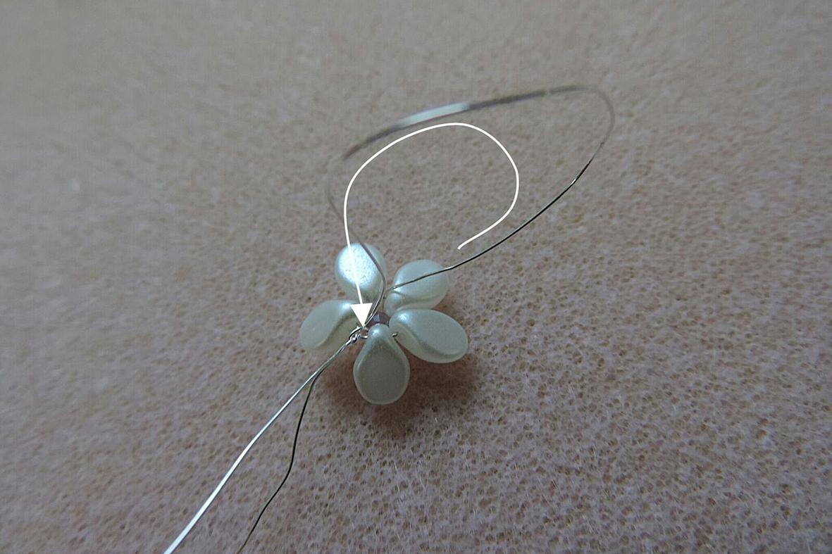 making the pip beads flowers 7