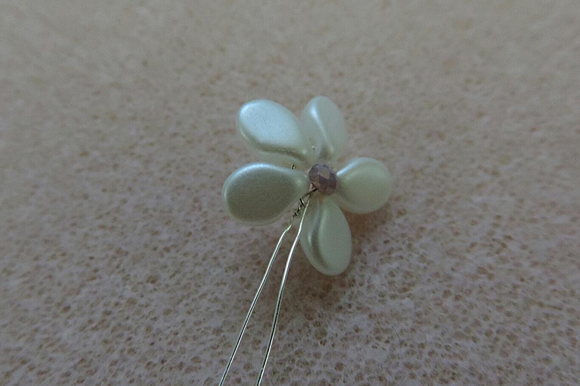making the pip beads flowers 8